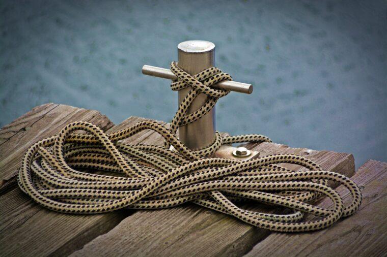 ロープの結ばれたクロスビット