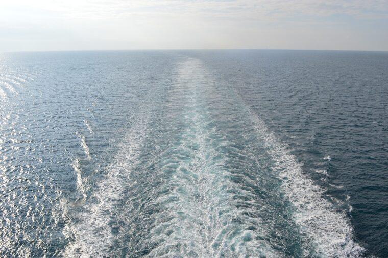 海の残る航跡