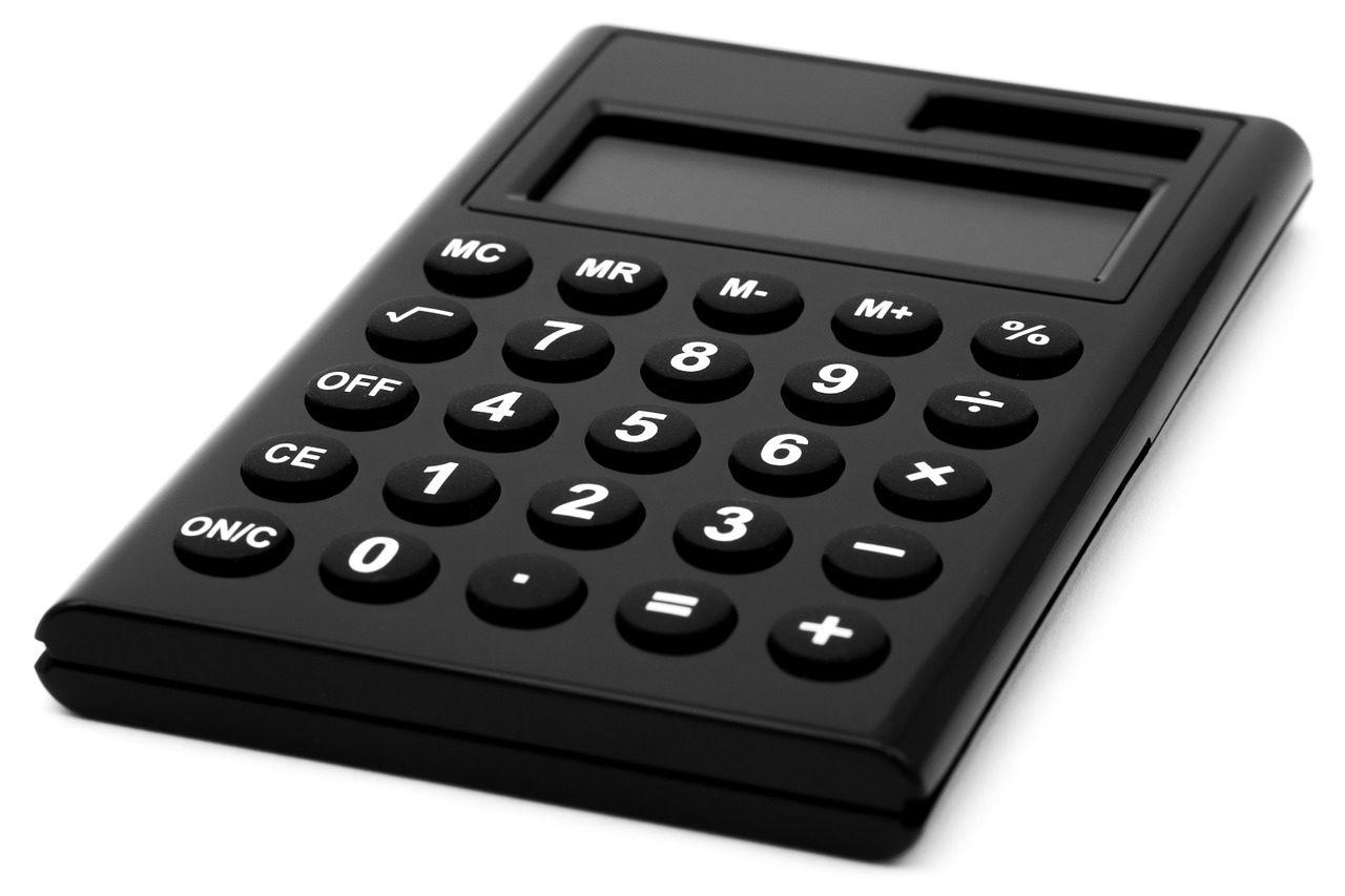 黒いシンプルな電卓